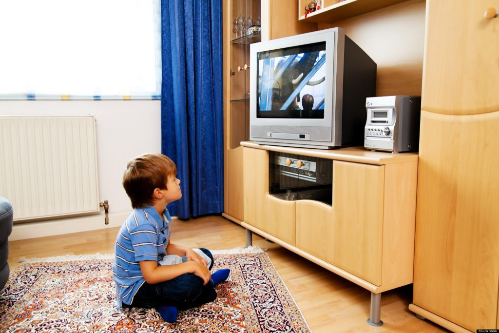 cocuk-ve-tv-1-1024x683 Televizyonun Çocuklar Üzerindeki Etkisi Nedir?