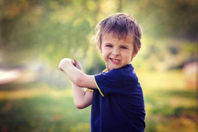 ebeveynler-saldirgan-davranis-sergileyen-cocuguna-nasil-yaklasmali-1 Ebeveynler Saldırgan Davranış Sergileyen Çocuğuna Nasıl Yaklaşmalı