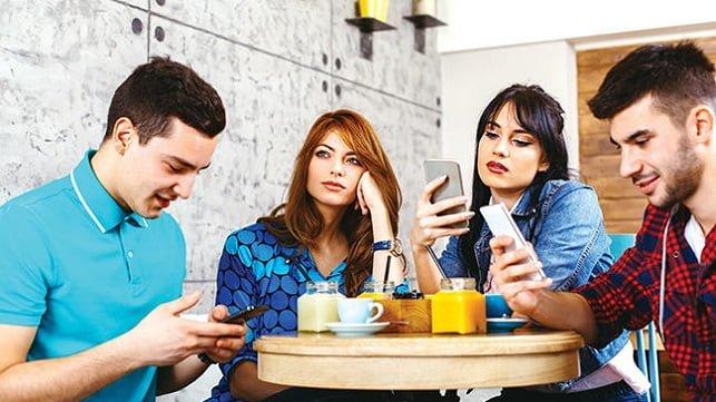 sosyal-medya-iliskinizi-nasil-etkiliyor Sosyal Medya İlişkinizi Nasıl Etkiliyor?