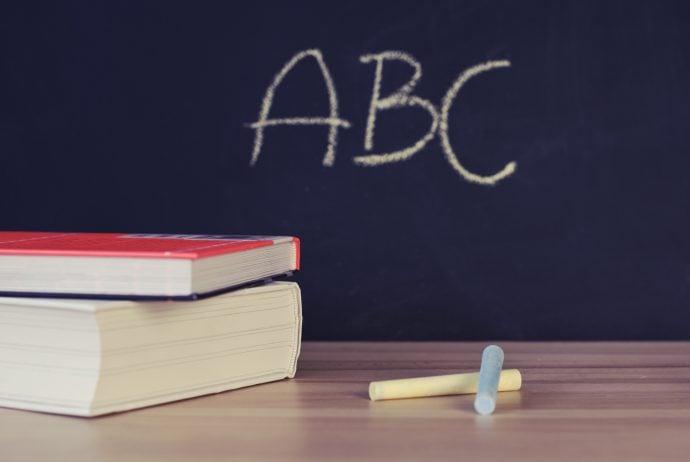 abc-books-chalk-265076 Hayatın İçinden Gelen Bir Hayat Mesleği: Öğretmenlik