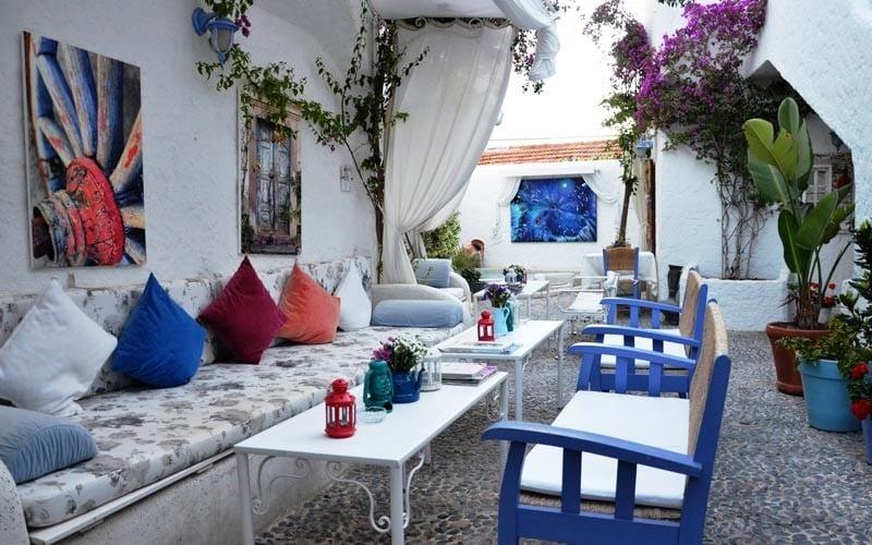 Kurabiye-Otel-Alacati Suların Mavi Aynası: Akdeniz Stili Dekorasyon