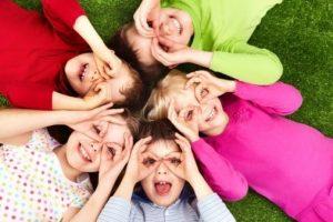 duygusal_ve_sosyal_gelisim_-300x200 Çocuklarda Yaşlarına Göre Psiko-Sosyal Gelişim..(0 – 6 YAŞ)