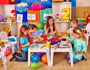 sosyal-ve-duygusal-gelisim-300x234 Çocuklarda Yaşlarına Göre Psiko-Sosyal Gelişim..(0 – 6 YAŞ)